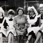 Выпускницы 1990 года с Павлищевой Т.А.