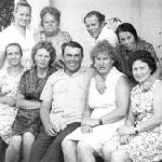 Галина Сергеевна Спасенкова (Епифанова) с выпускниками 1952г. 20 лет спустя.