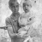 Желудкова М.Н. с братом. 1932г.