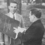 Вручение Богданову К.Г. акта на вечное пользование землёй колхозами